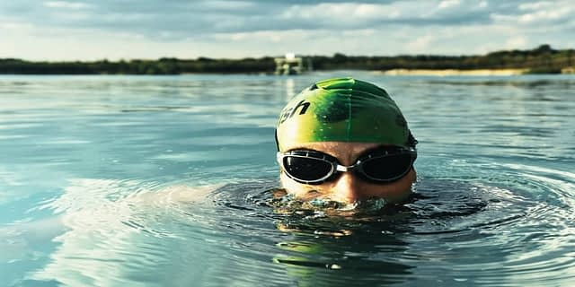 swimming glasses with contact